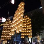 秋田の竿燈は観覧席がいいの?駐車場と屋台村も解説
